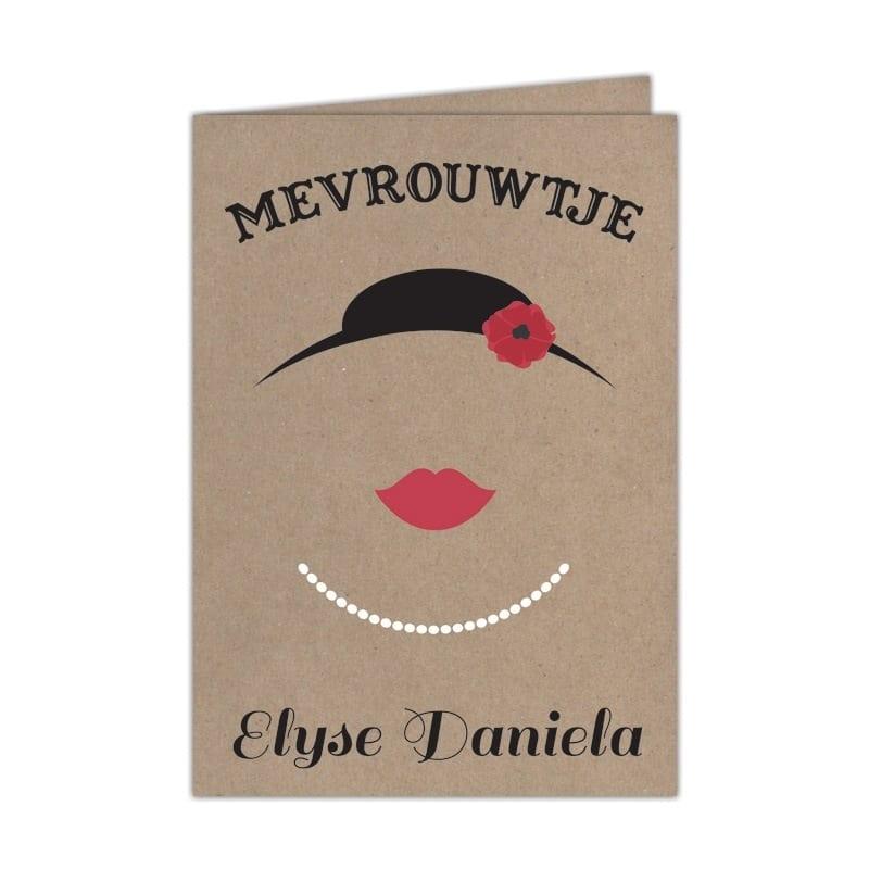 Jullie mevrouwtje is er eindelijk, dat kondigt dit retro geboortekaartje op fraaie en ludieke wijze aan. Hoedje met bloem, rode lippen en halsketting. Afbeelding toont voorkant van geboortekaartje.