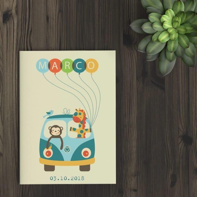 Geboortekaartje busje met daarop een leuk busje als voertuig voor een aapje en een giraffe