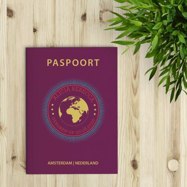 Geboortekaartje Paspoort is een geboortekaartje in de losse stijl van een Nederlands paspoort.