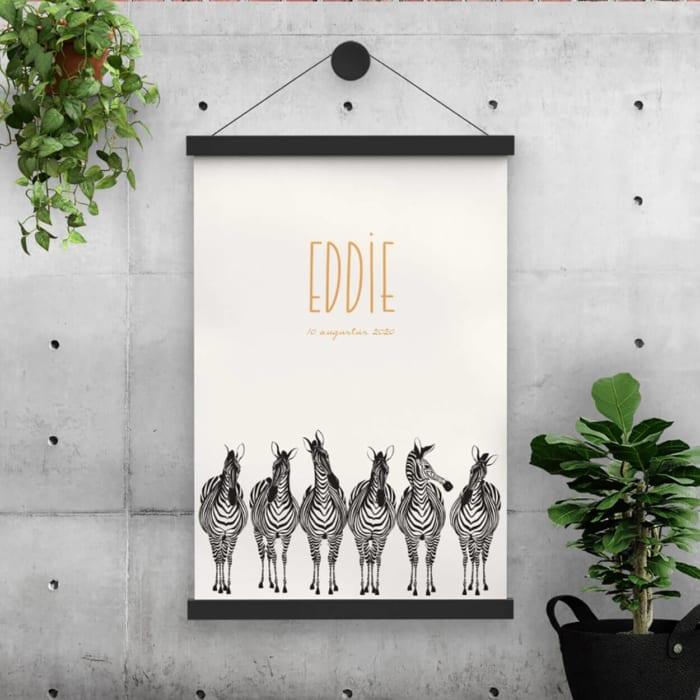 Het grappige ontwerp van geboortekaartje Zebra Paradeis hier omgezet naar een prachtige, grote poster. Maak de babykamer compleet!