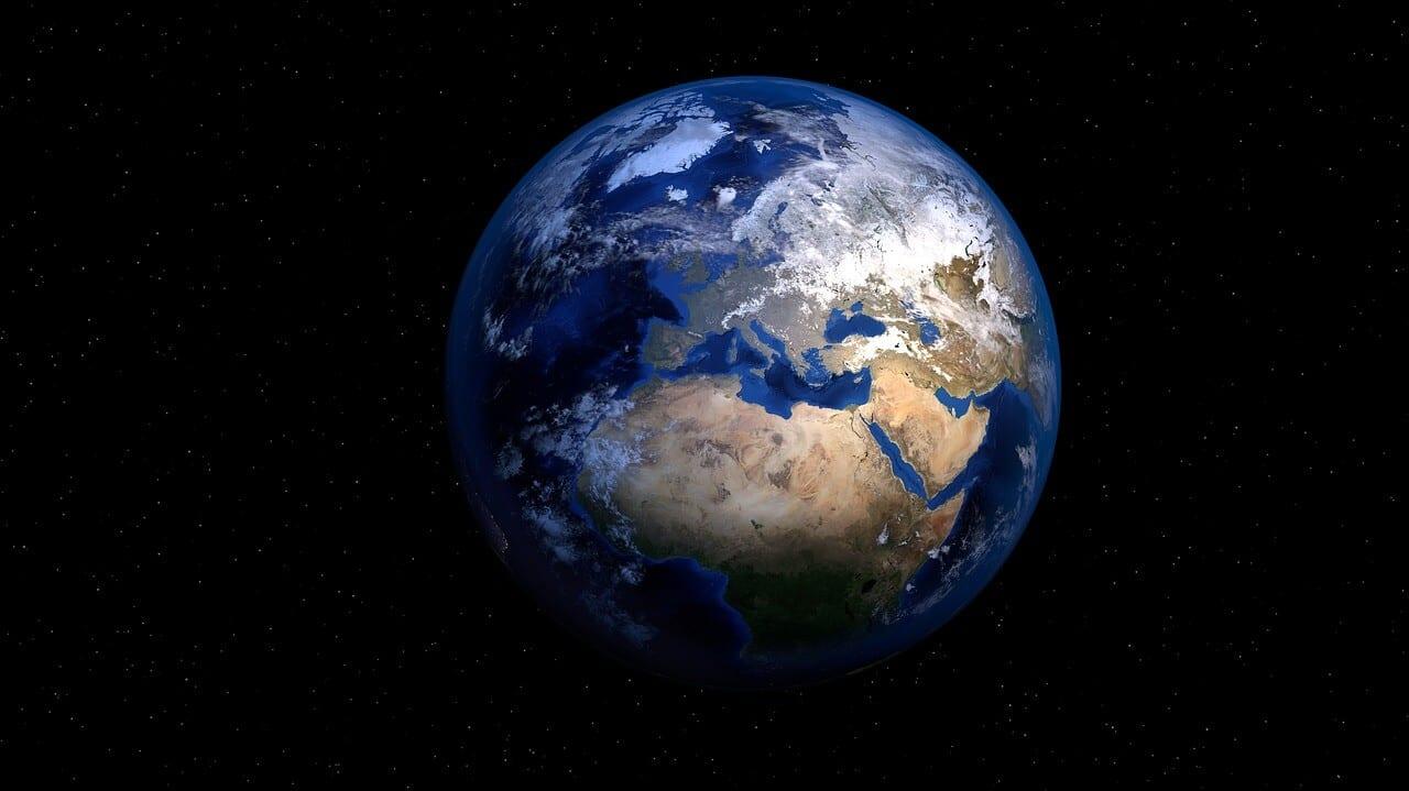 Milieuvriendelijke geboortekaartjes helpen bij het behouden van de natuur. Foto van onze planeet.