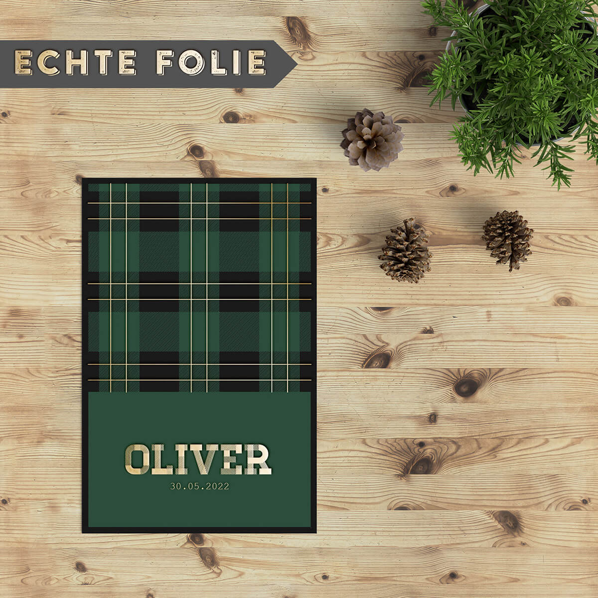 Geboortekaartje Tartan Patroon is geïnspireerd door de geruite stof waar Schotse kilts van worden gemaakt. Mooie goudfolie details geven extra dimensie.