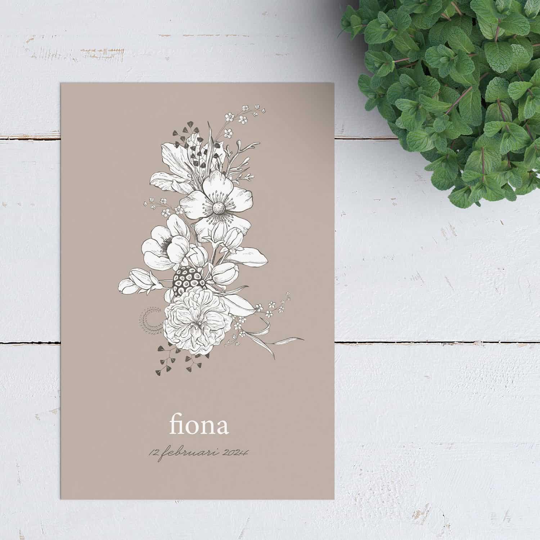 Geboortekaartje Zwoele Zomer doet je verlangen naar die zwoele zomeravonden, een tijd van nieuw leven. Met mooi getekende bloemen in een zwart-wit kleurstelling.